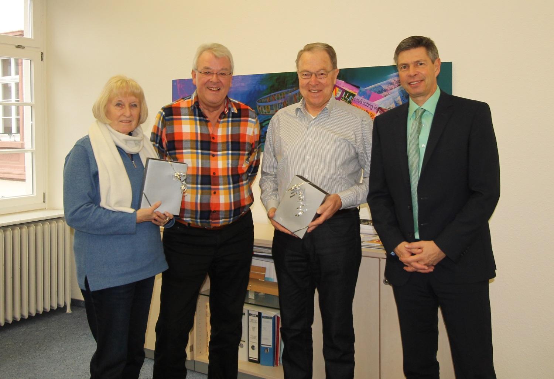 Birgit Uhlich, Henning Uhlich, Max Schwörer und Bürgermeister Christof Nitz