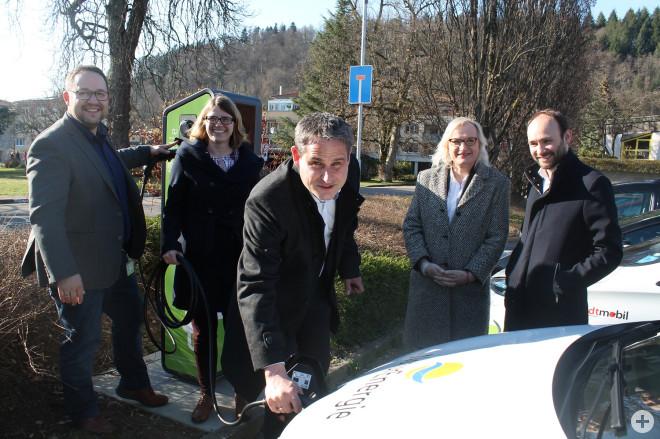 Roman Gyer (Energiedienst). Christine Griebel (eea-Koordinatorin), Bürgermeister Dirk Harscher, Marlene Ehrhardt (Fachgruppenleiterin), Nils Hoesch (Energiedienst)