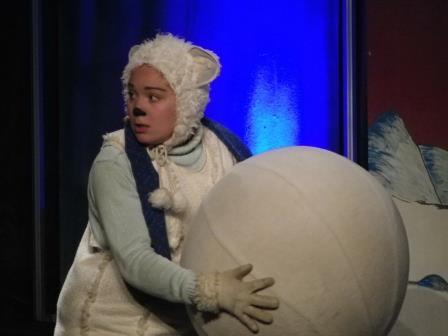 Eisbär mit Schneekugel (c) Sabine Sitte