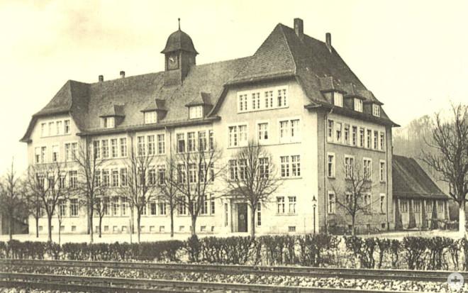 Alte Sepia-Aufnahme der Friedrich-Ebert-Schule Schopfheim, Seitliche Ansicht