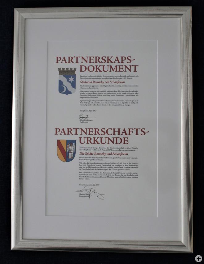 Erneuerte Urkunde aus dem Jahr 2017 zum 30-jährigen Jubiläum