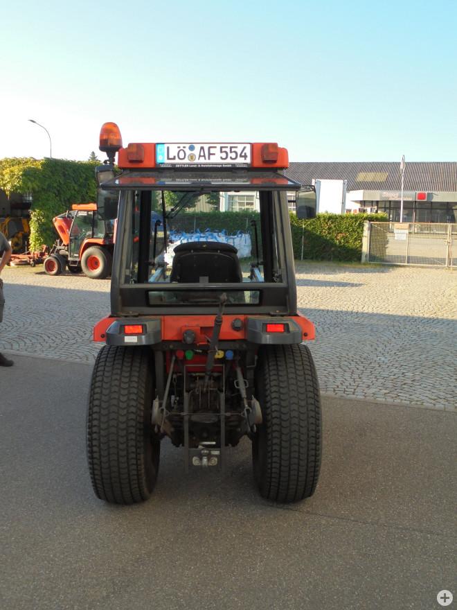 Kubota Kompaktschlepper, Ansicht von hinten