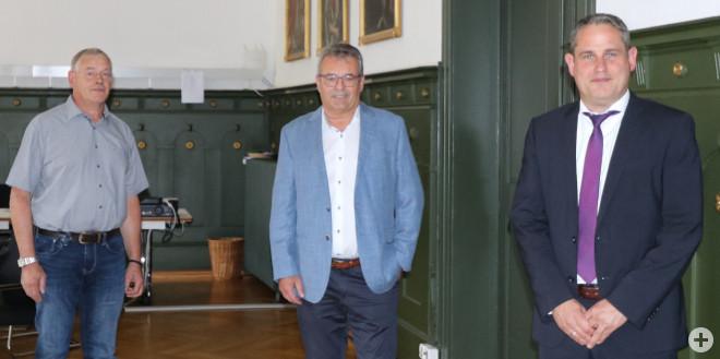 Jubiläumsfeier 40 Jahre öffentlicher Dienst Arno Asal. Bild von links: Andreas Gaenzle, Arno Asal, Dirk Harscher